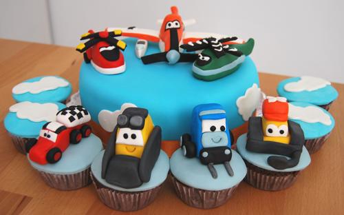 Bolo-Aviões-e-cupcakes