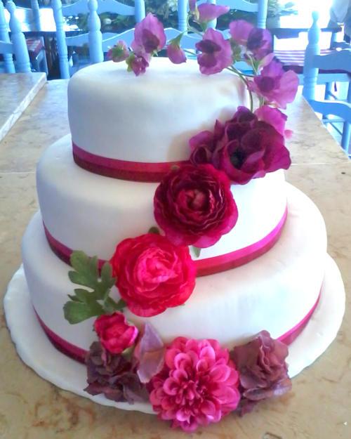 Bolo casamento flores grená