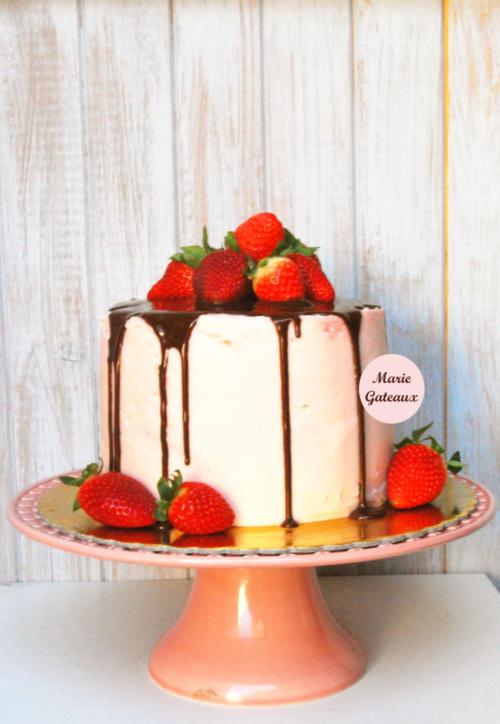 Drip-Cake-Chocolate-Morangos