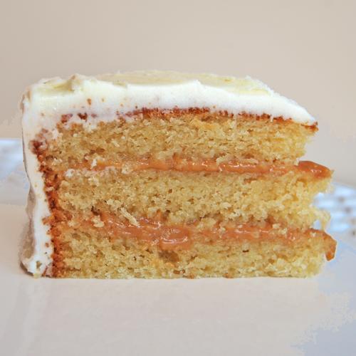 Pão de Ló com Doce de leitePão de Ló com doce de leite. É um bolo Ultra-húmido e favorito de muitos :)