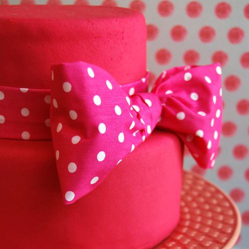 rosa-bolas-brancas